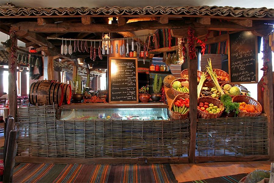 Интериорна  фотография на ресторант Едно време