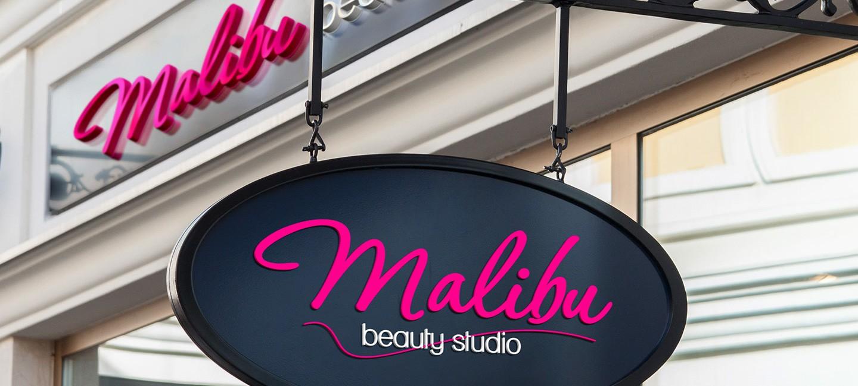 Светеща табела на Студио за красота Малибу