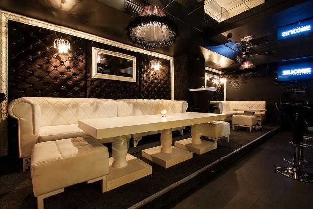 Интериорна фотография на пиано бар Силикон