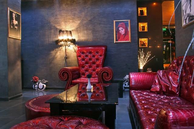 Интериорна фотография на Буржоа уиски бар