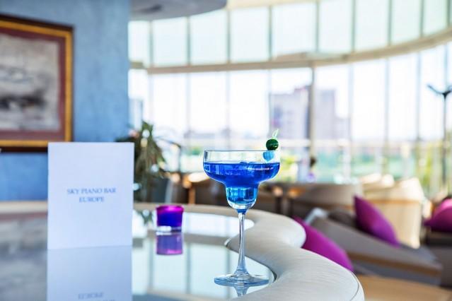 Интериорна фотография на Скай бар Хотел Европа