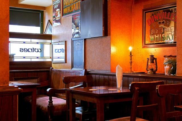 Интериорна фотография на ирландски пъб Джей Джей Мърфис