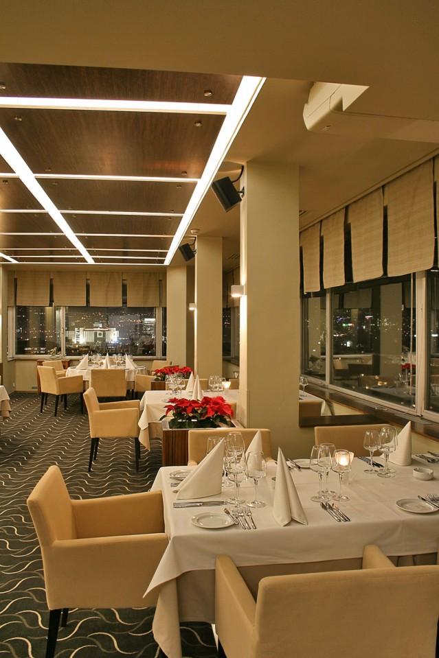Интериорна фотография на ресторант При Орлите
