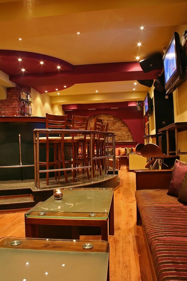 Интериорна фотография на кафе Кендъл
